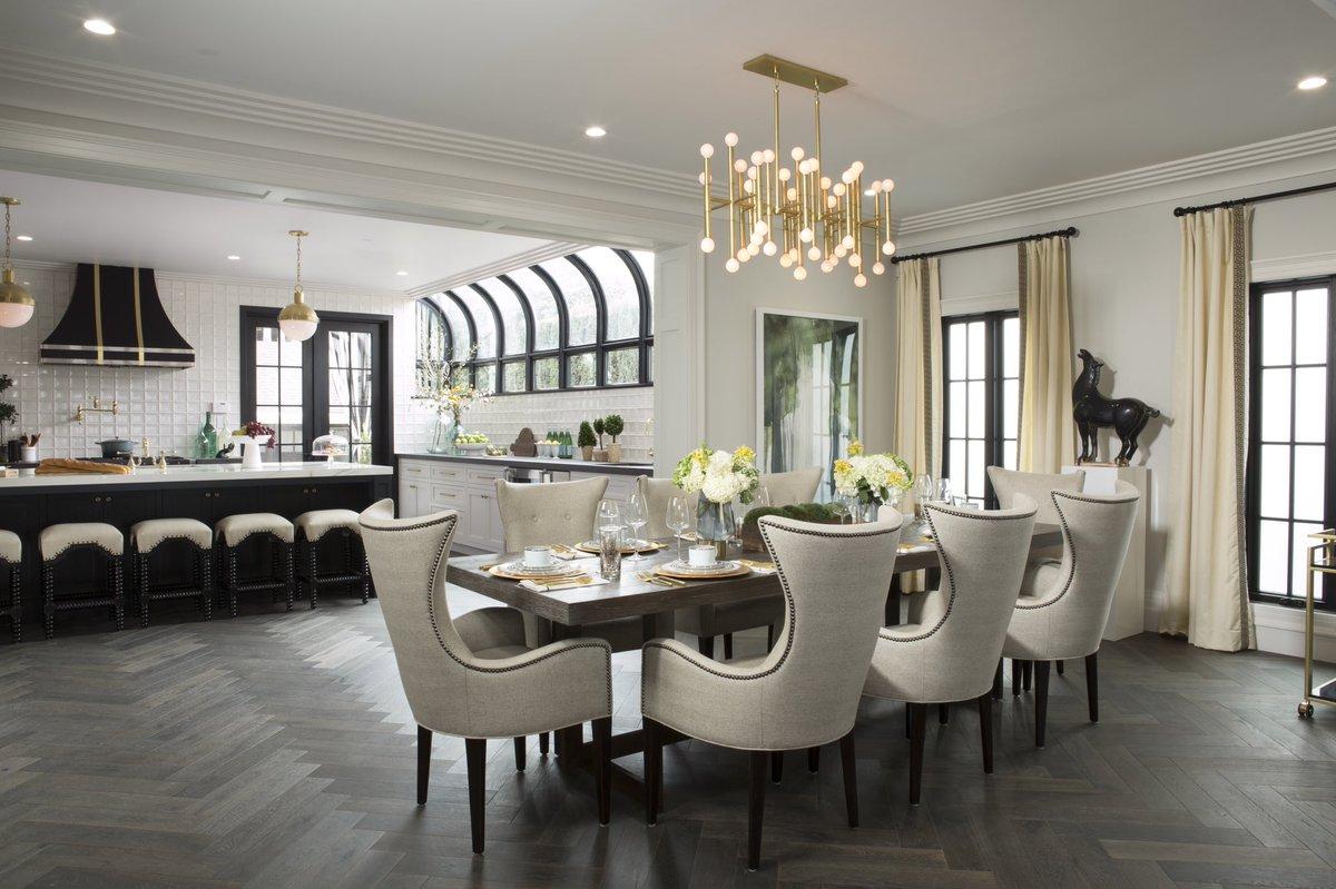 Luxurious Modern Dining Room With #JonathanAdler Chandelier. Shop Drewu0027s  Honeymoon House!