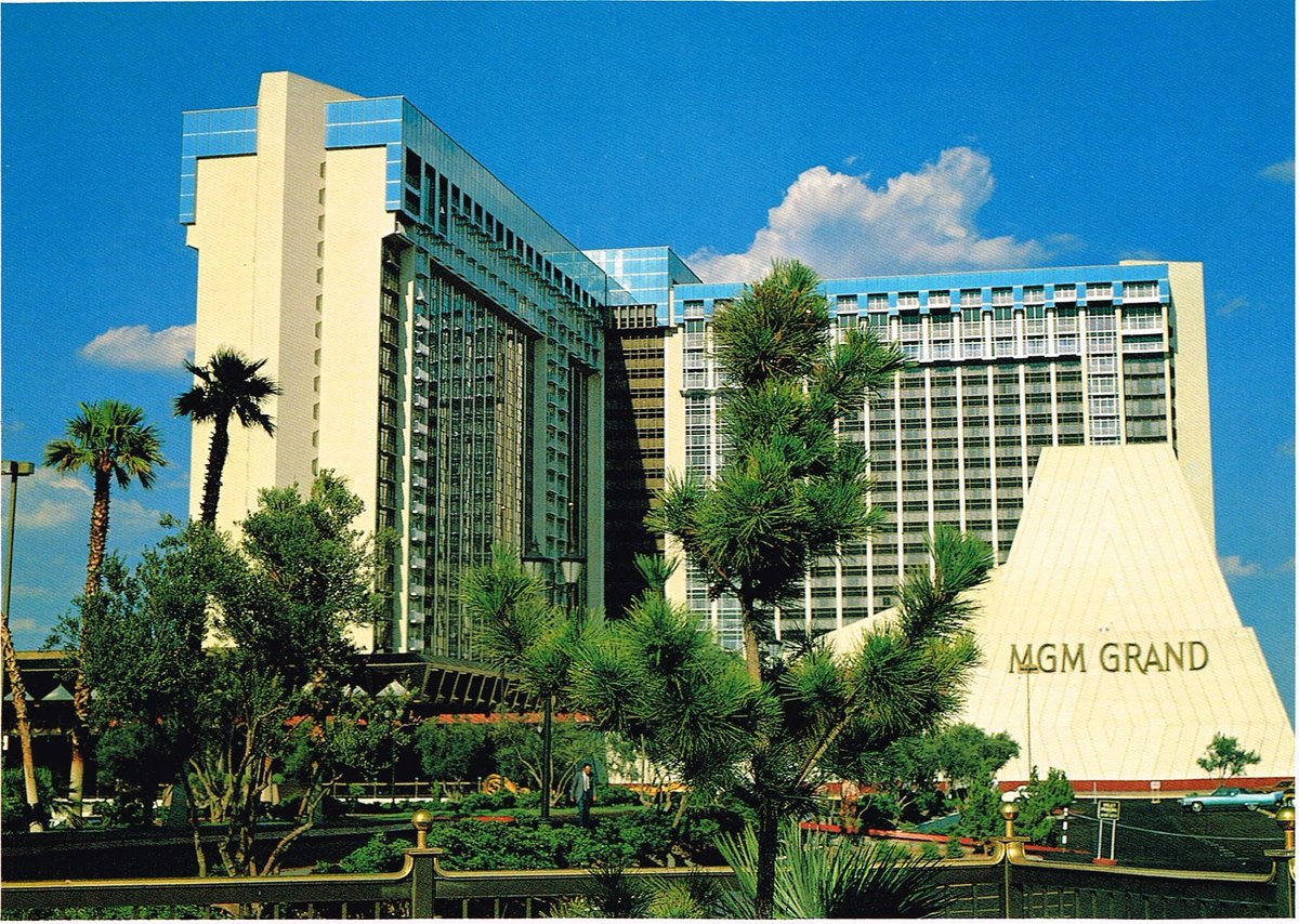 Clark County Nevada On Twitter Otd In 1973 The Mgm Grand Now Ballysvegas Opened On The Las Vegas Strip At The Time It Was World S Largest Hotel With More Than 2 000 Rooms