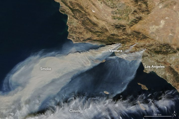 Smoke and Fire in Southern California https://t.co/S12C5Ckekl #NASA #ThomasFire #Ventura