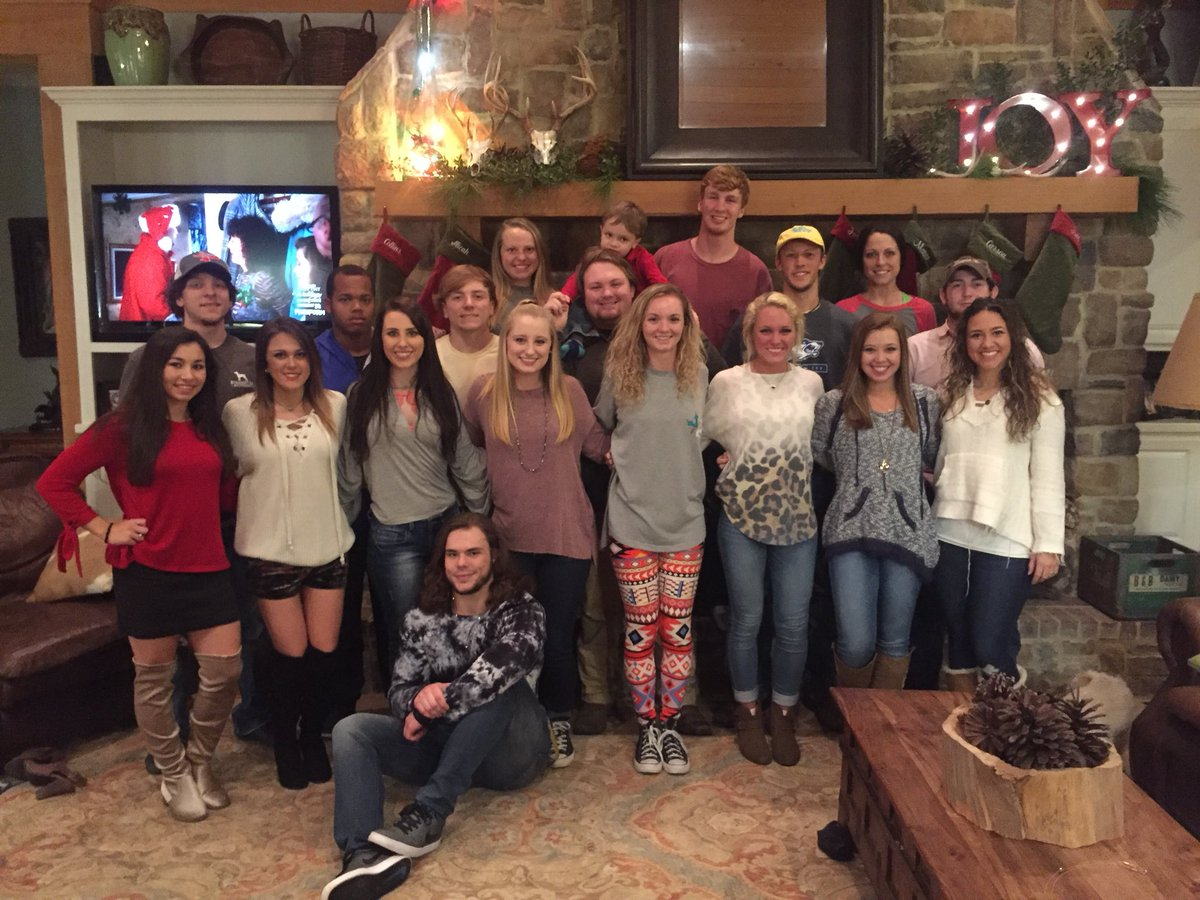 Merry Christmas from the Co-Lin cheerleaders and coach @vianiar! #BackThePack