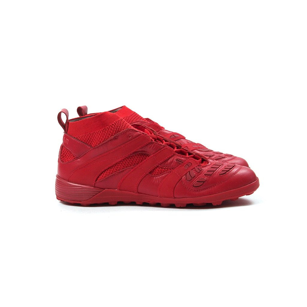 7360a9dd7d0 David Beckham x adidas Accelerator TF (Red Red) is now available in our  Cambridge store   Online http   bit.ly 2BMWnWr  cncpts  adidaspic.twitter.com   ...