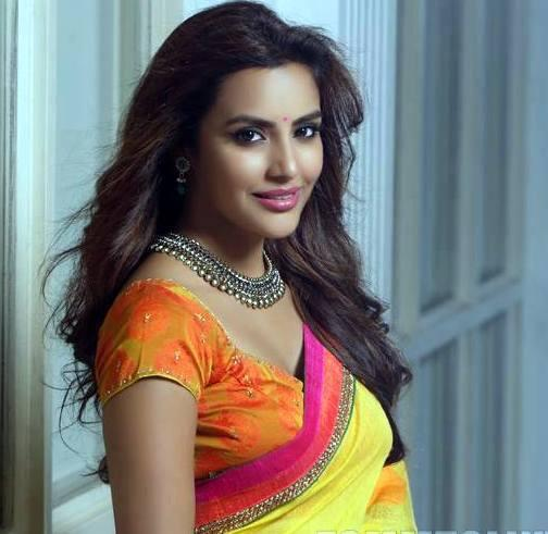 The Tamil Brahmin Beauty gets it BIGGER and BETTER as a Mallu