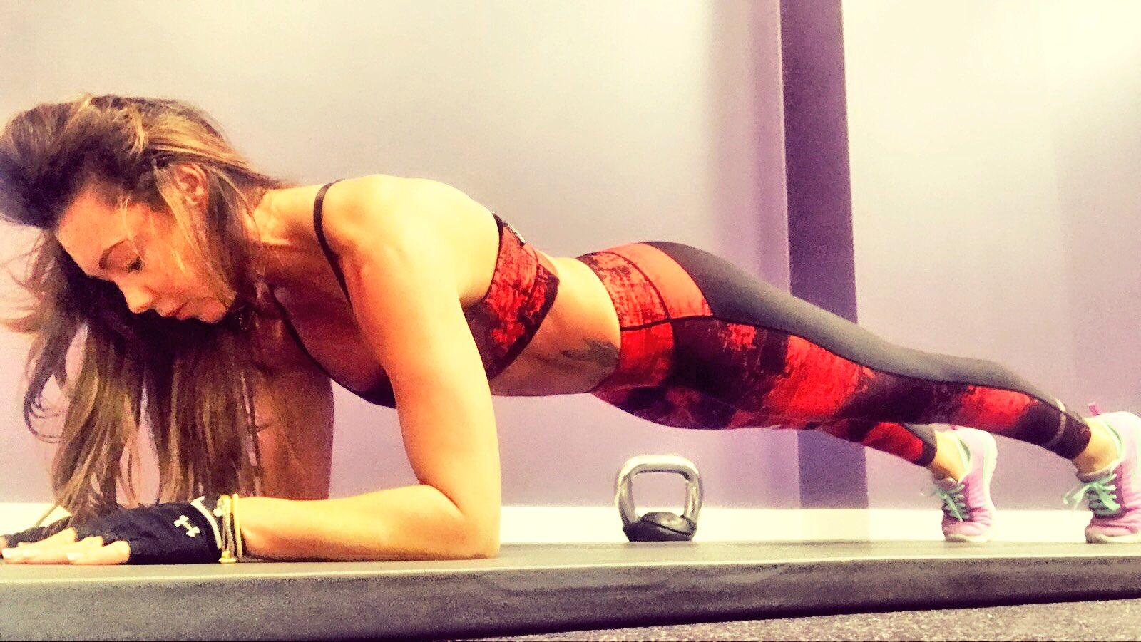 #planking #plank #workout #workoutmotivation @AnytimeFitUK https://t.co/eukJbznLu0