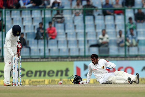 Centurion Dhananjaya unable to continue batting. Screengrab