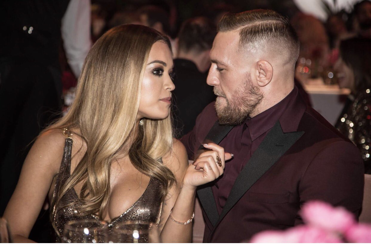 RT @_JessicaSewell_: All of you talking about 'girl code'.. I think McGregor just wants a nibble on that booger!!! https://t.co/m6CsKCUf8E