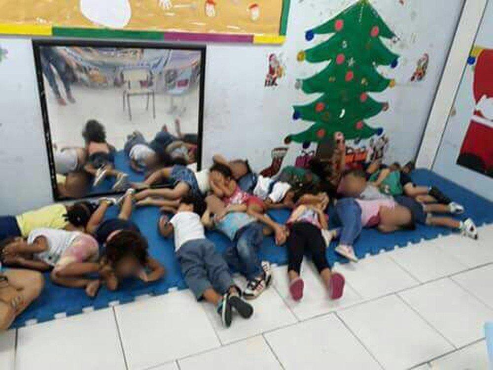 Imagens mostram crianças deitadas em creche durante operação na Maré https://t.co/j3cHjnpQ6e #G1Rio