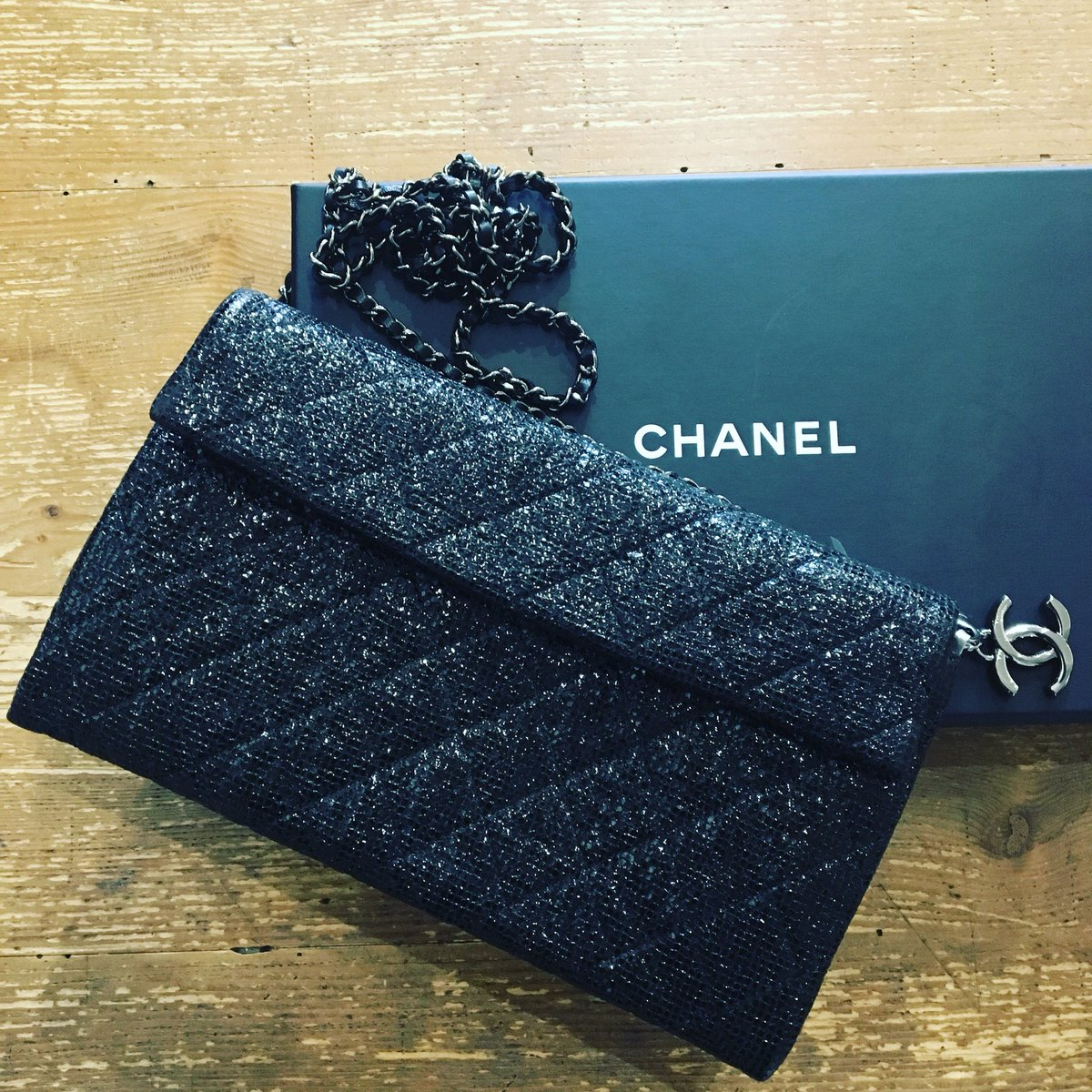 d51ef3349722e6 #chanelclutch hashtag on Twitter