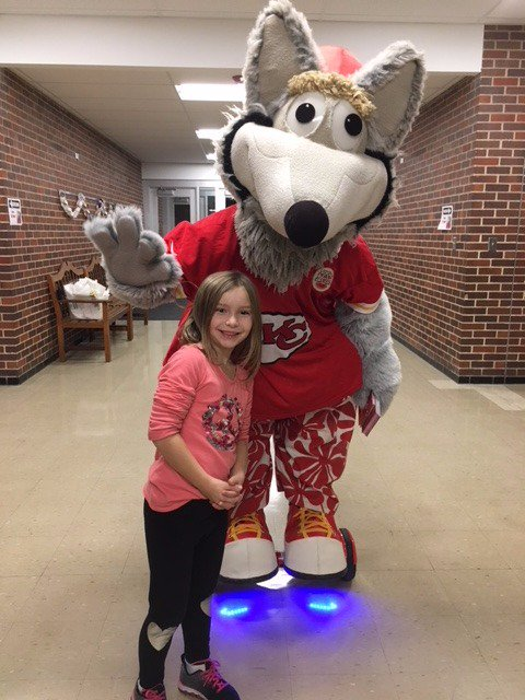 Family Reading Night was a blast! #BingoForBooks, a special appearance by the talented hoverboard-riding @kcwolf , games & library cards from @MCPLMO, food & drink specials from our @GOTRKC  #FRSTARS #BeRaytown #welovereading<br>http://pic.twitter.com/VY5pbplTiH