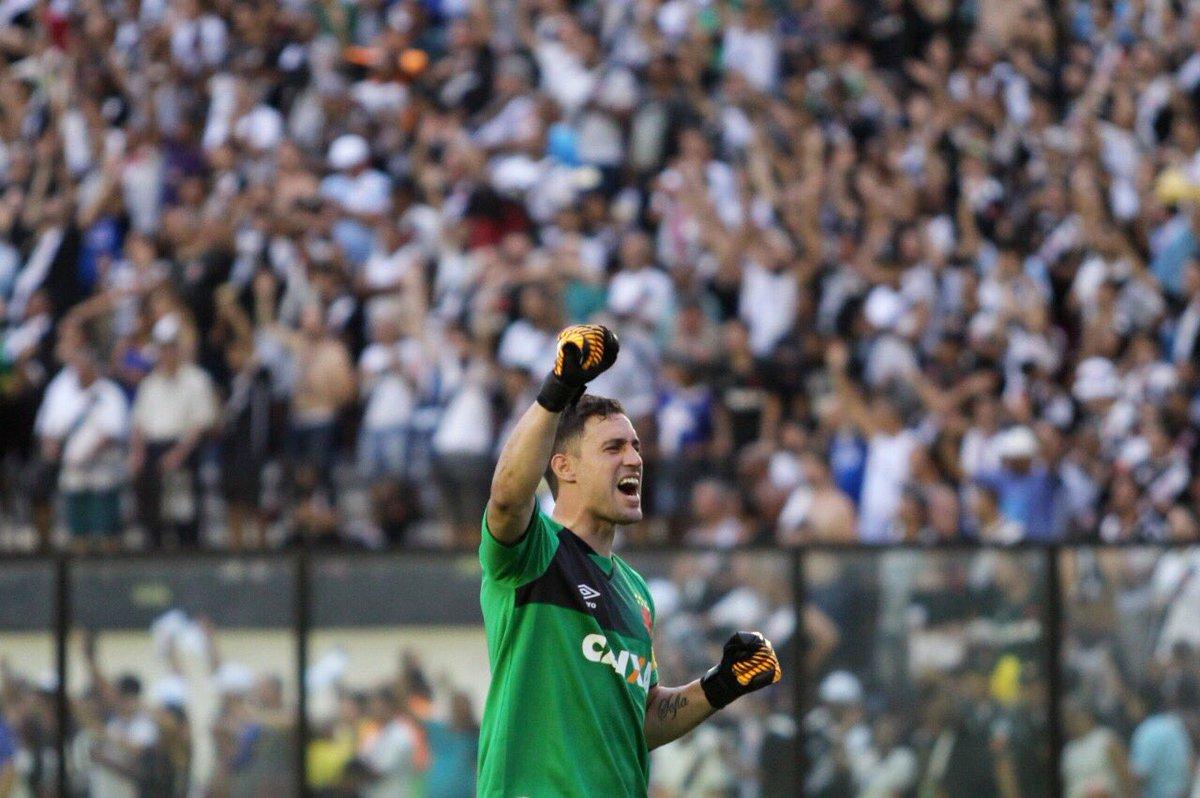 Mais imagens incríveis da vitória e da comemoração após o jogo de domingo! #NuncaDuvidei que o Gigante conseguiria! 💢⚽️👏🏻 #MissãoLiberta2018 ✅  📷: Carlos Gregório Jr./Vasco.com.br