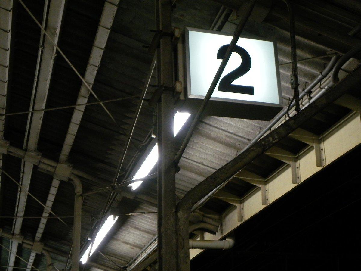 何人の人が知っているのだろうか… 摂津富田駅の大阪寄りのホーム柱は、あの日本で一...