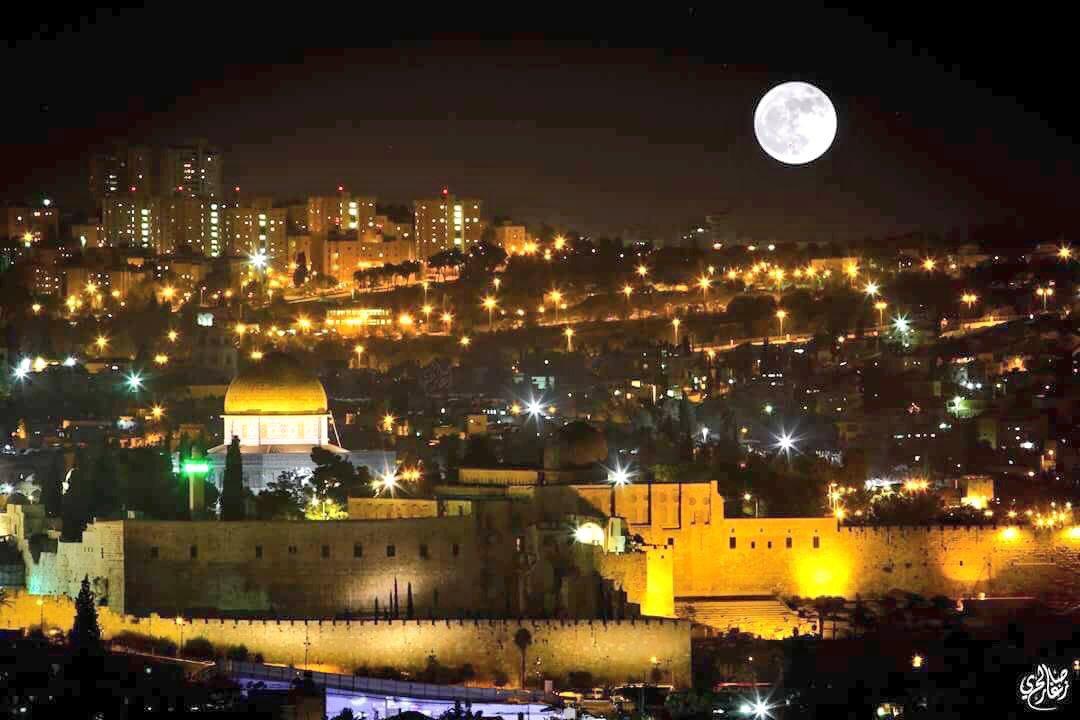 RT @epkmzc: Eğer Kudüs İsrail'in Başkenti olacaksa  o ayın gökyüzünde ne işi var  #KudüseSahipÇık https://t.co/0ScIhUNdIc