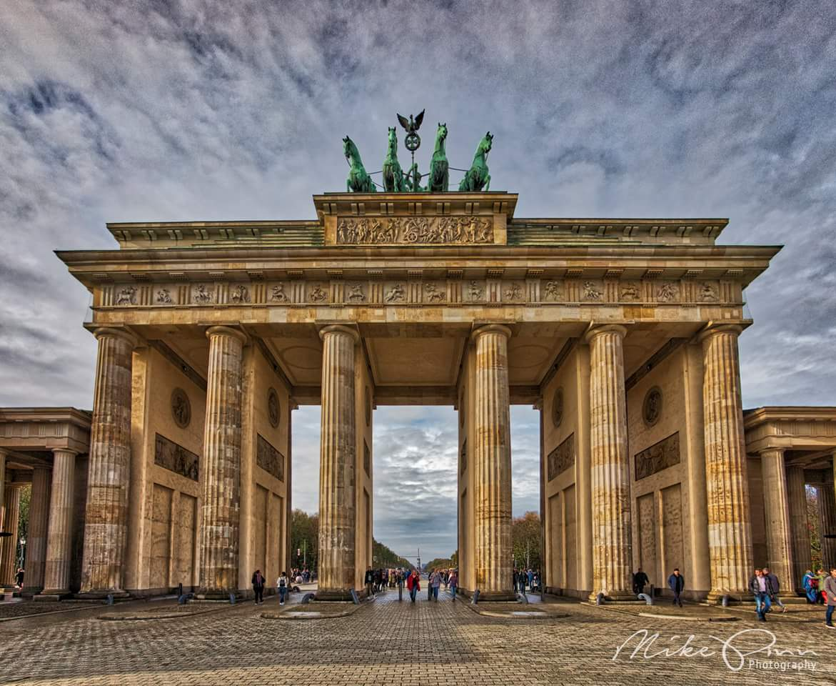 дощечка, два известные ворота мира фото обелиска украшены