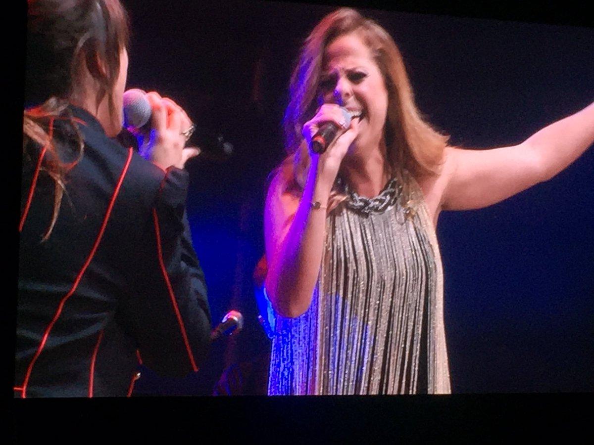 Grandeess!!❤️❤️@PastoraSoler con @vanesa...