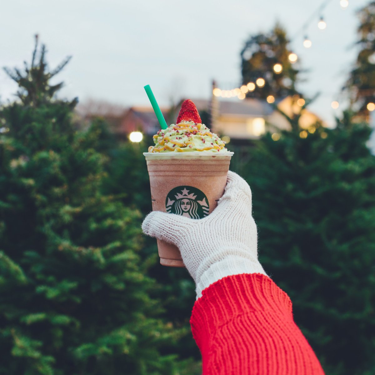 .....that one! #ChristmasTreeFrappuccino ✨🎄✨ Available now through Monday, 12/11. (US & Canada)