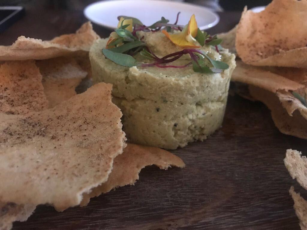 Hummus y pochola en #CaféO para mi colección de #ChefenvíasDeDesarrollo
