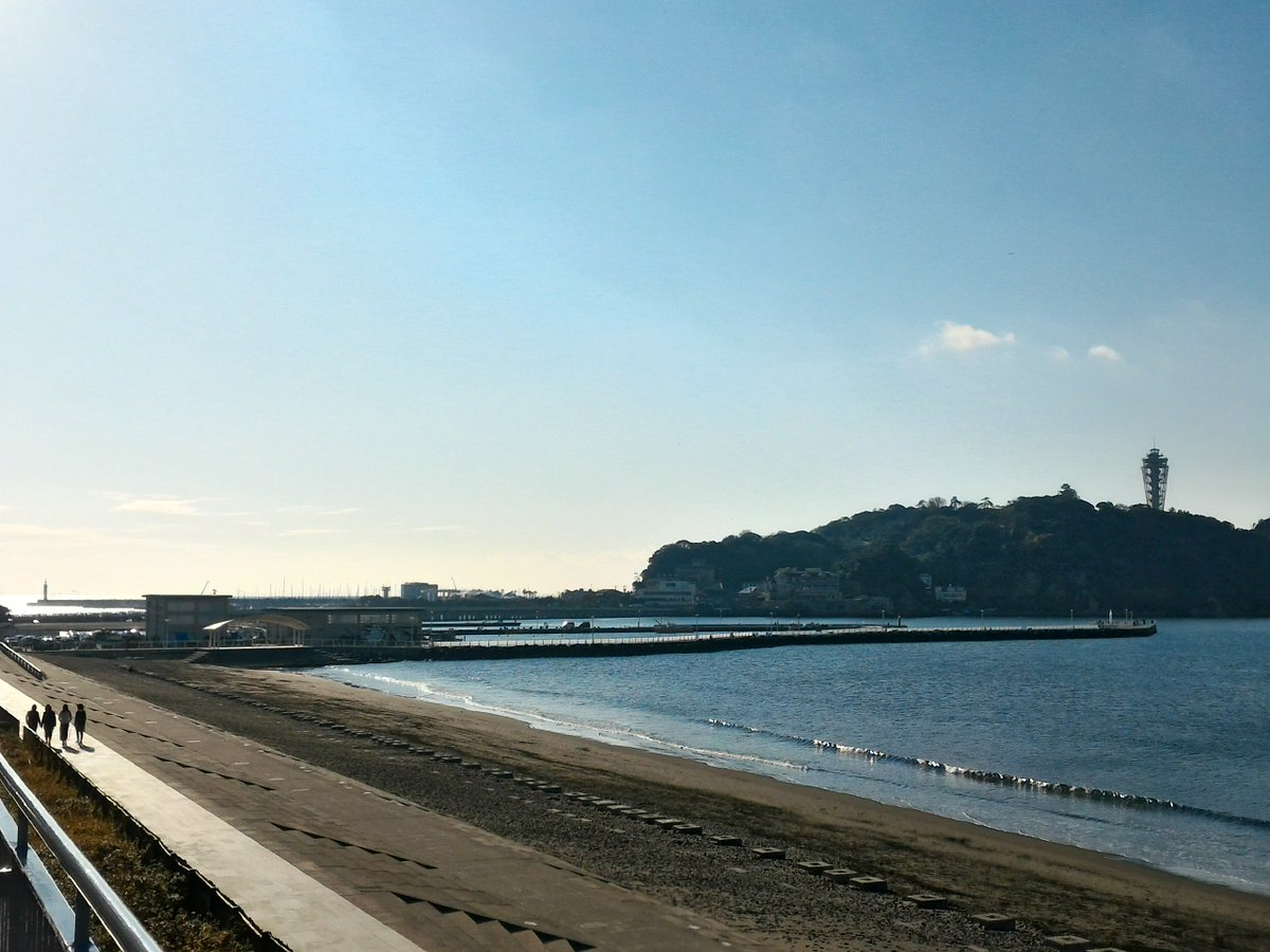 おはようございます。江の島周辺はきのうよりも霞んでいて雲が目立ちますが、今の季節らしい寒い朝です。き…