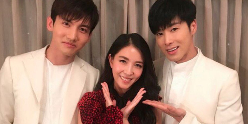 BoA and TVXQ take a cute snapshot at '2017 FNS…