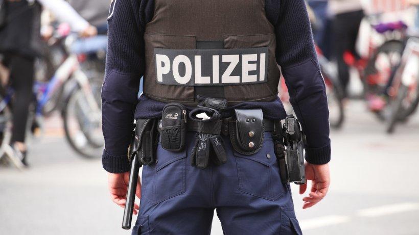 Die Berliner Polizei durchsucht am Donnerstagmorgen mehrere Wohnungen und Objekte in Berlin. Hintergrund sind laut einem Bericht Ermittlungen gegen mutmaßliche Gefährder und Islamisten. https://t.co/X77Q3AIrM8