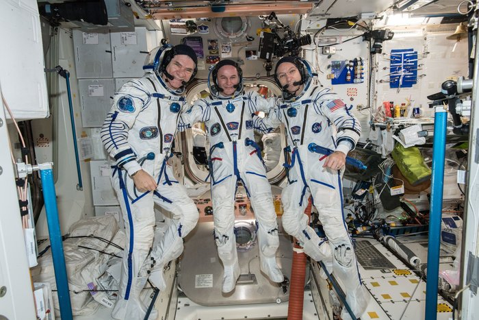 ~80 mins until @astro_paolo @Astro_Komrade &  la@Ryazanskiy_ISSnd back on Earth after 139 days in space. Watch LIVEhttps://t.co/FXsUPdxmEO:#VITAmission
