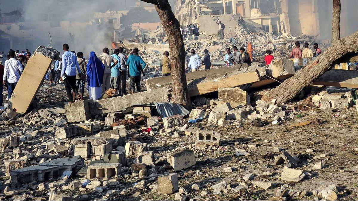 Somalia, attacco kamikaze contro scuola di polizia: almeno 13 morti #Somalia https://t.co/Tqa0zP8TDL