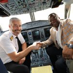 Happy to welcome the Minister of Transport, Mr.  Souleymane Soulama, on board our #ATR72-600 !  #Ouagadougou #ATRLeads #avgeeks