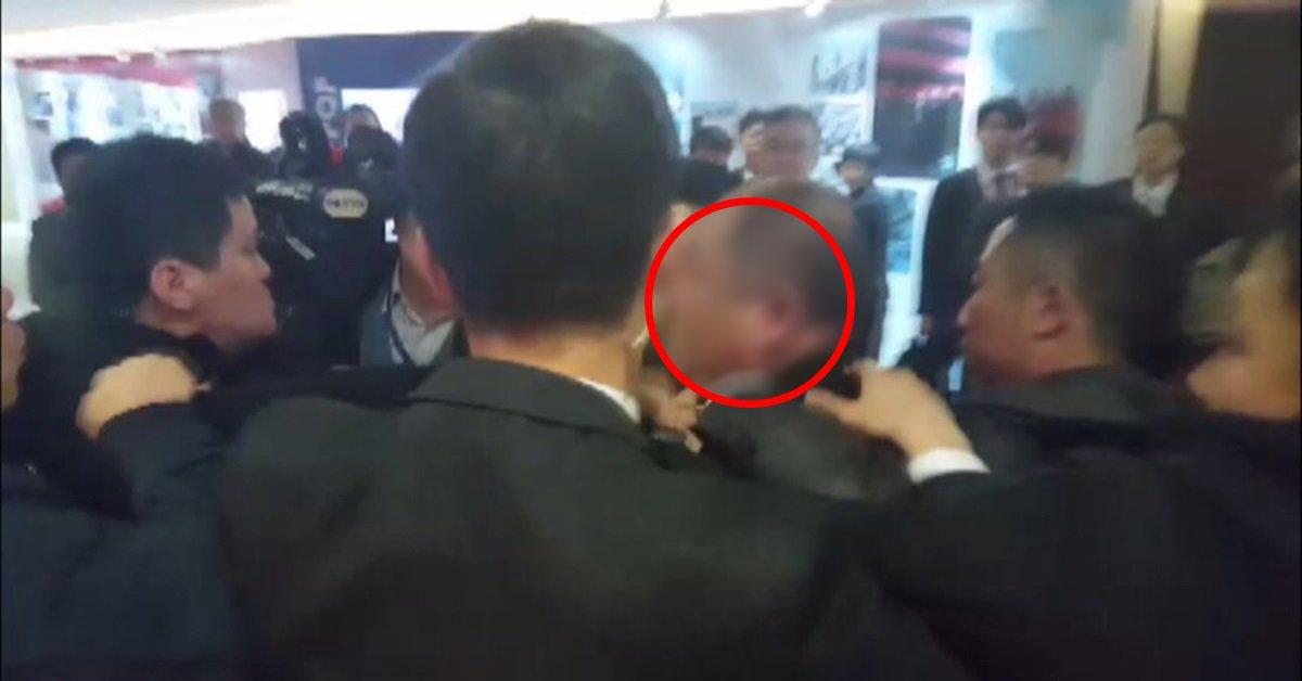 '기자 폭행은 결국 대한민국에 대한 테러행위', '중국이 얼마나 얕잡아 봤으면….'  문재인 대통령 중국 방문에 동행한 한국인 사진 기자 집단폭행에 대해 야당이 일제히 중국 측을 맹비난했다.  https://t.co/lEA4y1Mpl3