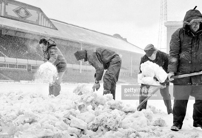 Shovels &amp; Parkers order of the day at Villa Park. #AVFC @framis74 @footieonthisday @BushmanQPR @MemorabiliaMall<br>http://pic.twitter.com/AzW8ce4HXn