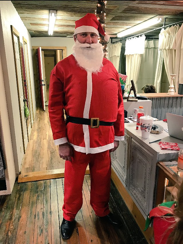 Thanks to Santa for coming to Tishomingo for Living Windows tonight!!! https://t.co/VxOynaxR3e
