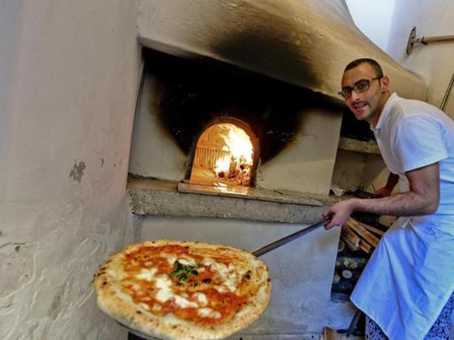 Pizza napoletana, l'arte di farla è patrimonio culturale dell'Umanità per l'Unesco https://t.co/FyTYUveTd4