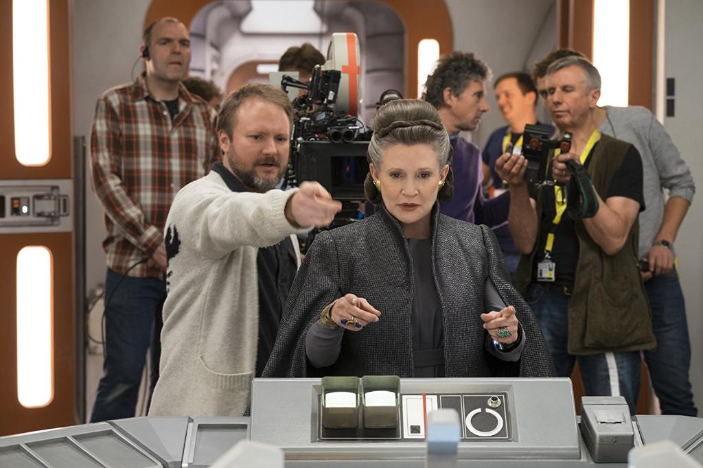 46 behind-the-scenes photos of #TheLastJedi: https://t.co/3Jv7Wz1DjL