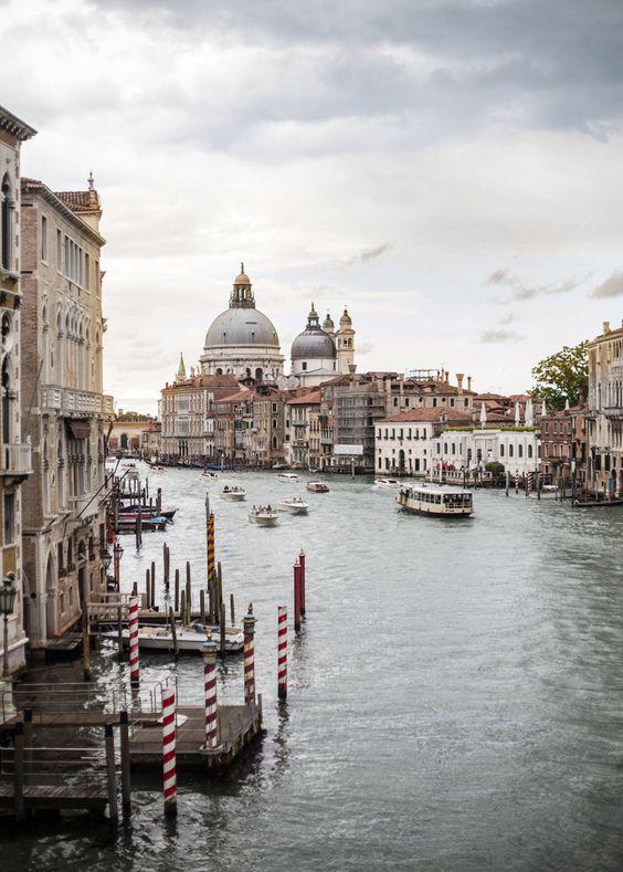 Tiepido sole oggi a #Venezia! Ma noi vi...