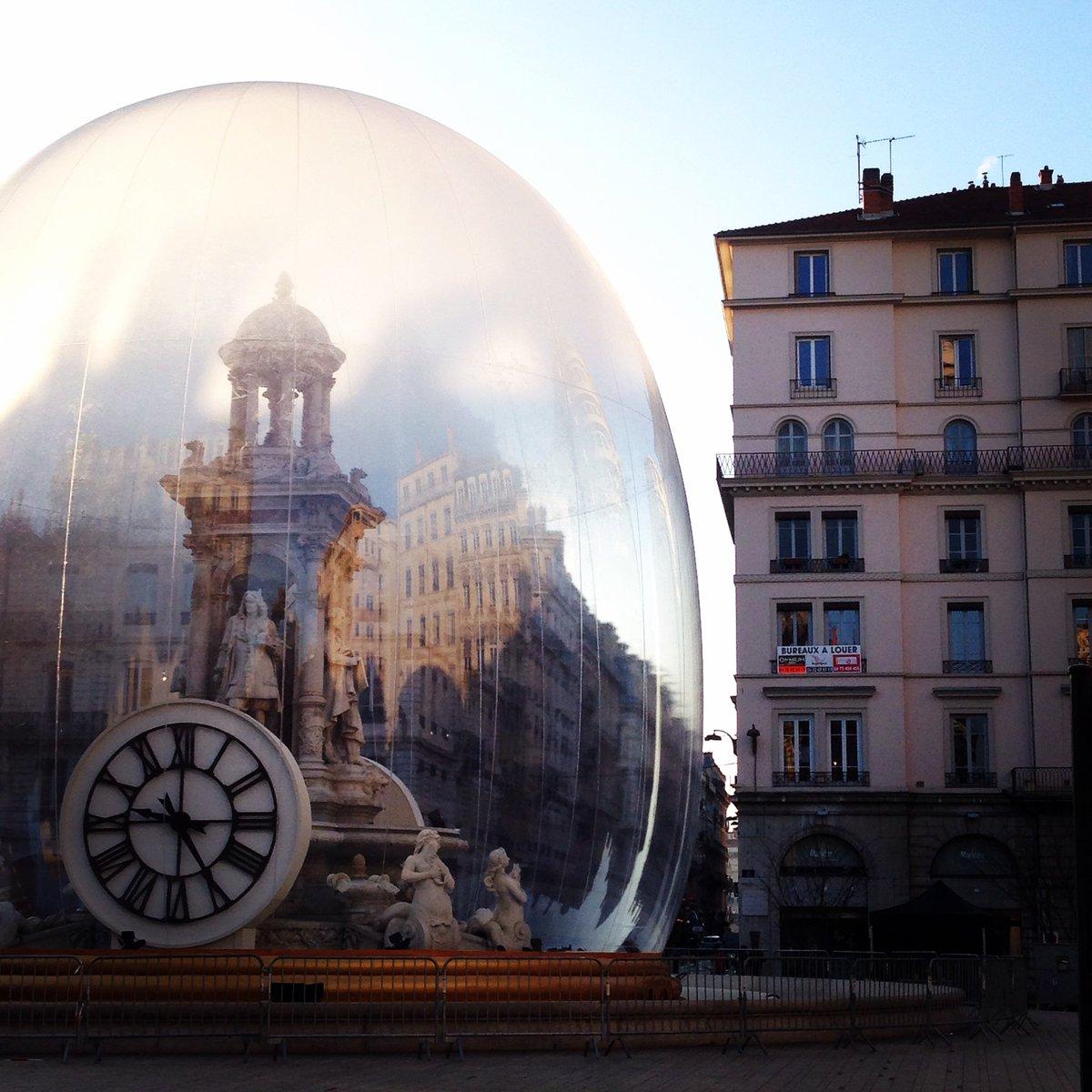 Reflets éphémères - La #FeteDesLumieres est magnifique même la journée ! #FDL2017pic.twitter.com/86ut4LNwf7