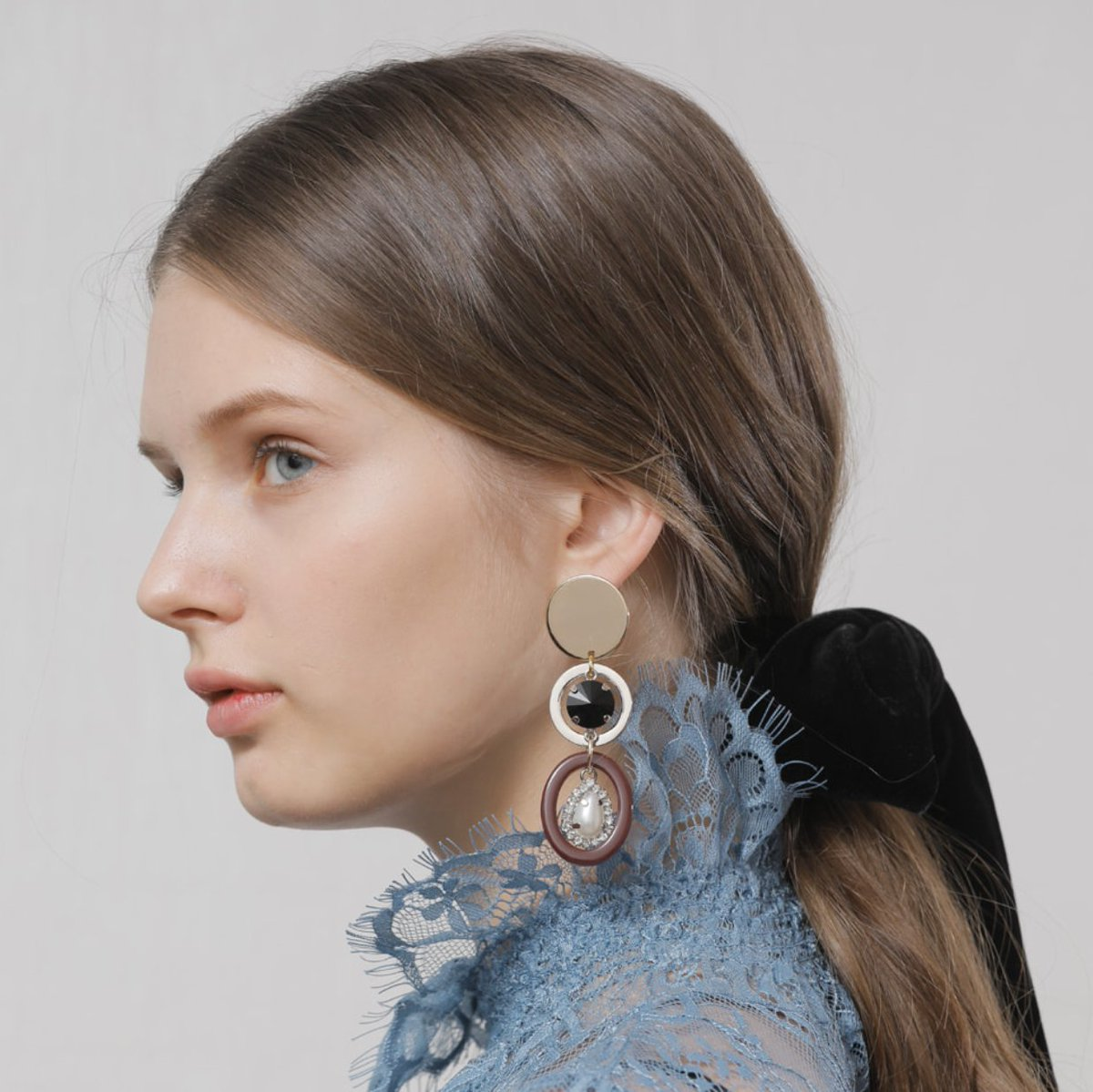 Statement earrings have not been in trend up until recently, since the 80s. Perfect to add some unique character to any minimalist outfit #katelogy #statement #fashionjewelry #trend #fashiontrend #musthave #earrings #jewelry https://t.co/RjJBVaMCkL