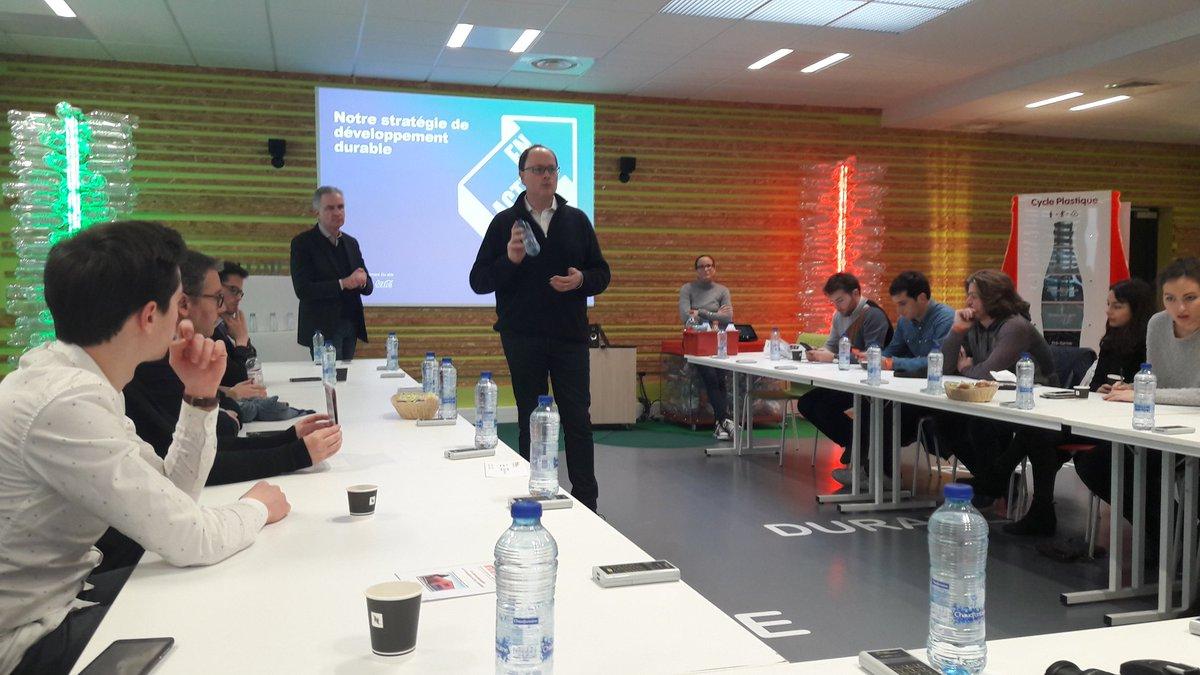 Découverte de la stratégie RSE de @CocaColaEP_FR au centre pédagogique #Infineo #RecyclingTour pic.twitter.com/j634myU7xS