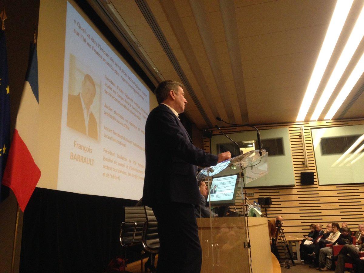 """.@FrancoisBarraul : """"avec le numérique tout à été multiplié par 1million en25 ans!"""" #GEEA @ODassault @dr_l_alexandrepic.twitter.com/zEDUVaGF5U"""
