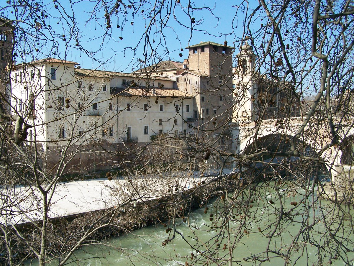 Pons Fabricius, the oldest bridge in Rome, dating to 62 BC via @AssisiCat #travel #Italy #beautyfromitaly https://t.co/7dzRuABSjZ