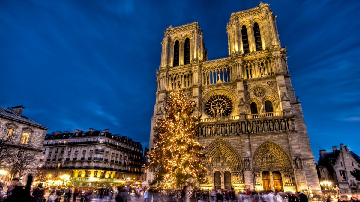 Who will be spending Christmas in Paris this year? 🙋🎄 https://t.co/RYnDM2fG2L https://t.co/mikzFZcK8l