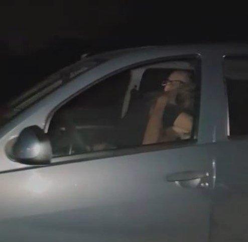 Casal é flagrado fazendo sexo em carro em estrada a 110km/h. https://t.co/3aA8wv1Dn2 Via: @BlogPageNFound