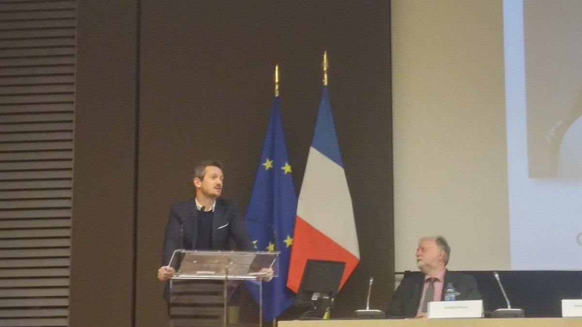100 millions d'utilisateurs @waze dans le monde dont 10 en France Thomas Guignard #mobilité #transport #GEEA pic.twitter.com/ui2x3wpGcv