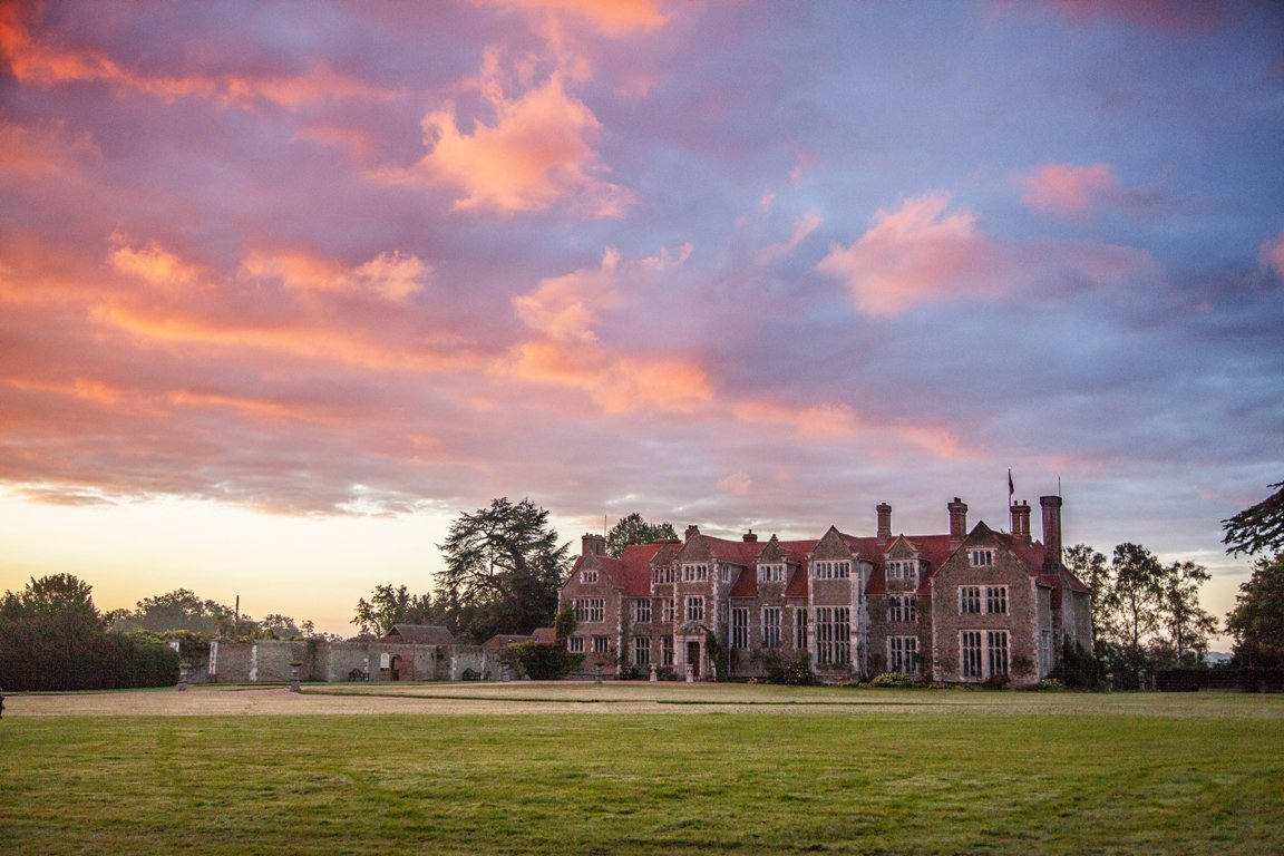 Our Loseley Park Facebook page has nearly 1k LIKES. We'd love it if those of you who use FB would go here https://t.co/Rx9zDCnOpH click LIKE then SHARE the page & encourage friends, family & colleagues to LIKE it too! Let's see how you all do! Thank you lovely Twitter peeps!