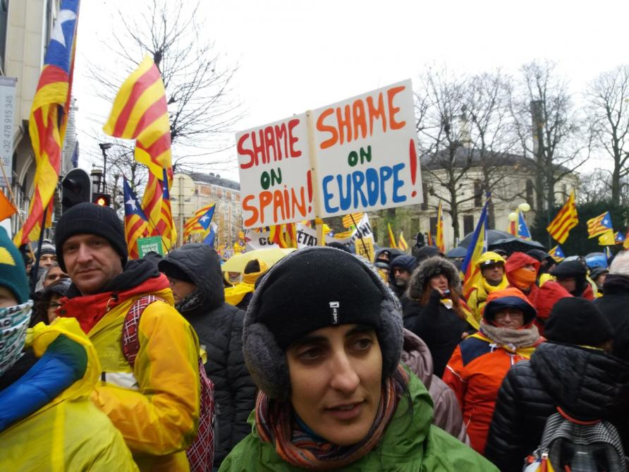 #DIRECT «Europe, honte à toi!»: 45.000 indépendantistes catalans manifestent à Bruxelles https://t.co/RBqm7gI62p #Catalogne