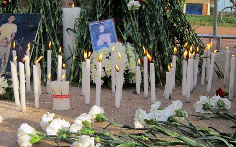 #UnaVelitaPor cada persona desaparecida en Colombia 🕯🕯🕯 #AquíFaltaAlguien https://t.co/VVhib58Xew