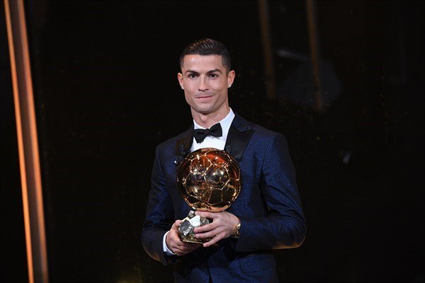 BALLON D'OR ET RECOMPENSES DU FOOT - Page 9 DQd-u0rX4AALl2s