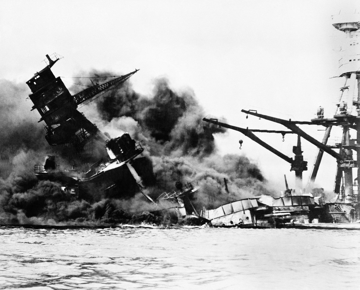 Here's what Pearl Harbor was like hours after the attack https://t.co/6MsJ4EUkM0