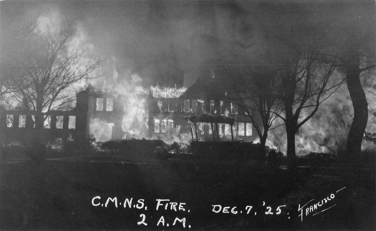 1925 : Central Michigan University's Old Main Burns