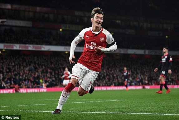"Özil will sign a new £280,000-a-week which will keep him at Emirates Stadium for a further three years,   Emirates insiders have suggested a stunning breakthrough in negotiations is ""very, very close.""  New deal could be announced before the end of the month. #Arsenal [The Sun] <br>http://pic.twitter.com/9Zq8T1LxvR"