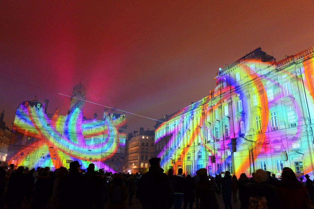 The Fête des Lumières in Lyon starts tonight! Anyone lucky enough to be there? #fetedeslumieres #FDL2017   © Ville de Lyon / Muriel Chauletpic.twitter.com/dtBQUQOs8o