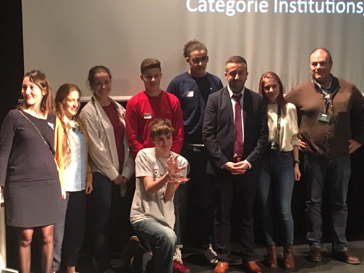 #seg2017 AWARDS ! Les gagnants de la catégorie Projets pédagogiques ESCAPE GAME EL DORADO - Terminale E/S Lycée Corot - Douai ! Bravo ! C'est amplement mérité - vous étiez mes préférés ! Bravo ! @Anthony_Straub_pic.twitter.com/D5utFacLGO