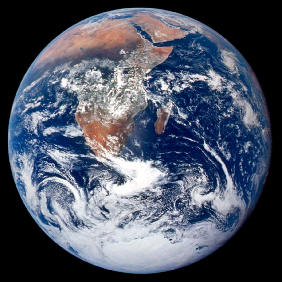 This classic 'Blue Marble' photograph of the Earth was taken 45 years ago today, on December 7, 1972, by the crew of Apollo 17. https://t.co/0tO5zHEofr #bluemarble