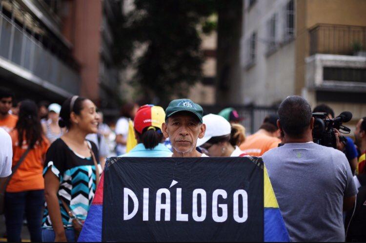 Si ya Diosdado Cabello y Gral Padrino dicen que canal humanitario no va, Jorge Rodríguez asegura que no habrá elecciones sino se levantan sanciones y Maduro sigue aumentando lista de Presos Políticos, me preguntó ¿de que dialogarán en Dominicana?